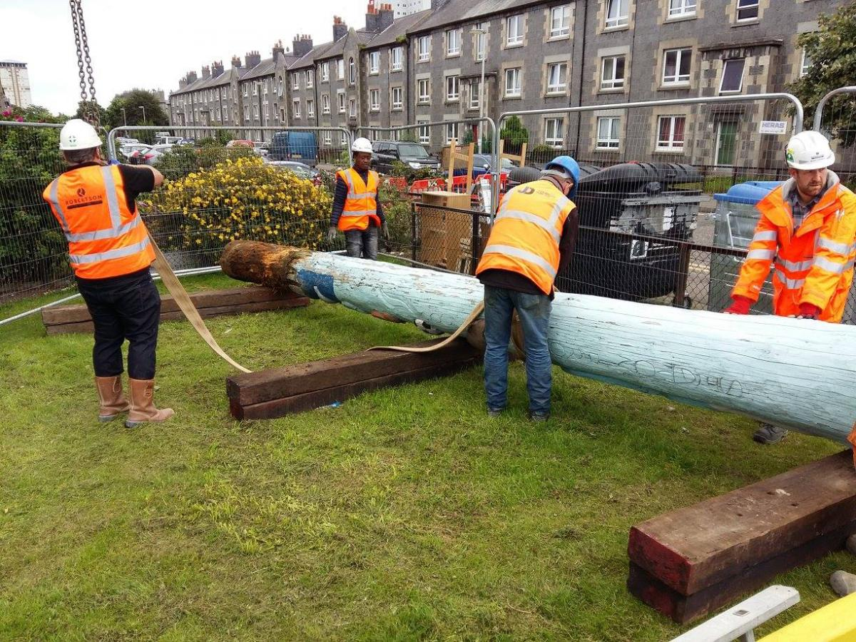 Robertson Eastern replace the Seaton Totem pole in Aberdeen